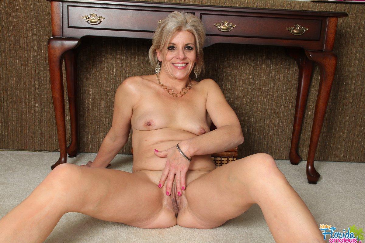 girls-hot-mom-strippers-nude-women