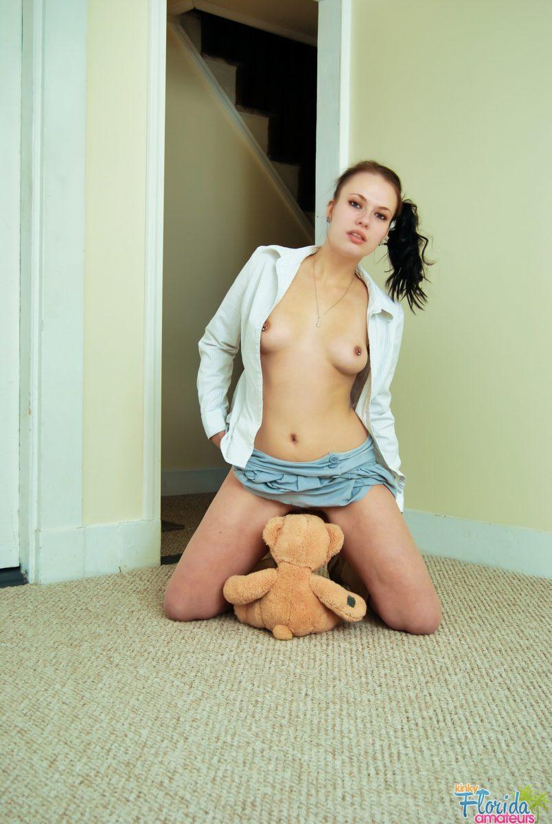 Kinky Florida Amateur Hairy Teen Emily Masturbating
